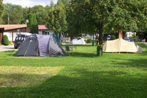 Campingplatz Nord-West Impressionen - Wiese und Zelte
