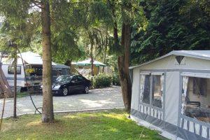 Campingplatz Nord-West Impressionen - Wiese und Vorzelt